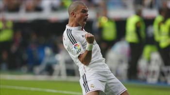 """Real szykuje nowy kontrakt dla Pepe. """"Wybrali teraźniejszość, a nie przyszłość w osobie Varane'a"""" (WIDEO)"""