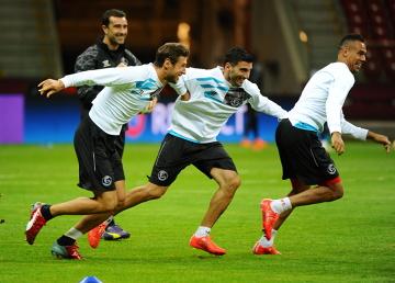 Krychowiak z kolegami z Sevilli trenował na Stadionie Narodowym (ZDJĘCIA)
