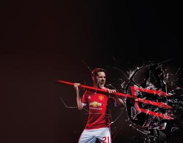 Domowe koszulki Manchester United - połączeni na nowo, aby przekroczyć oczekiwania (ZDJĘCIA, WIDEO)