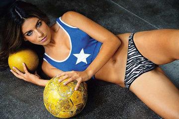 Urodą przyciągają na trybuny. Najpiękniejsze piłkarki świata (GALERIA)
