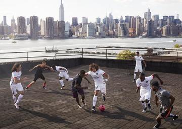 PSG na nowojorskim Brooklynie: Efektowna reklama promująca koszulki wyjazdowe paryżan (ZDJĘCIA, WIDEO)