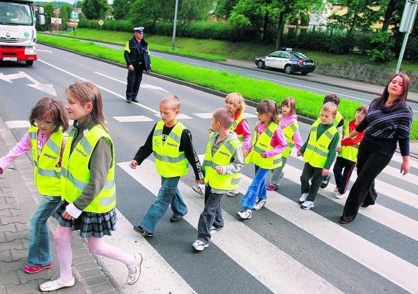 """Policja rozpoczyna akcję """"Bezpieczna droga do szkoły 2013"""""""