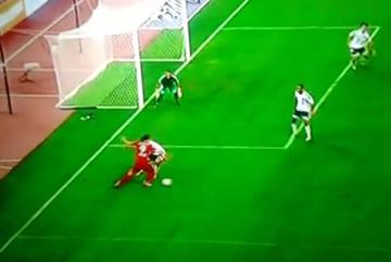 """Piękna bramka """"Lewego"""" w sparingu Bayernu! """"Wkręcił"""" defensywę Valencii w ziemię (WIDEO)"""