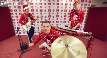 Świąteczno-muzyczne talenty piłkarzy Arsenalu (WIDEO)