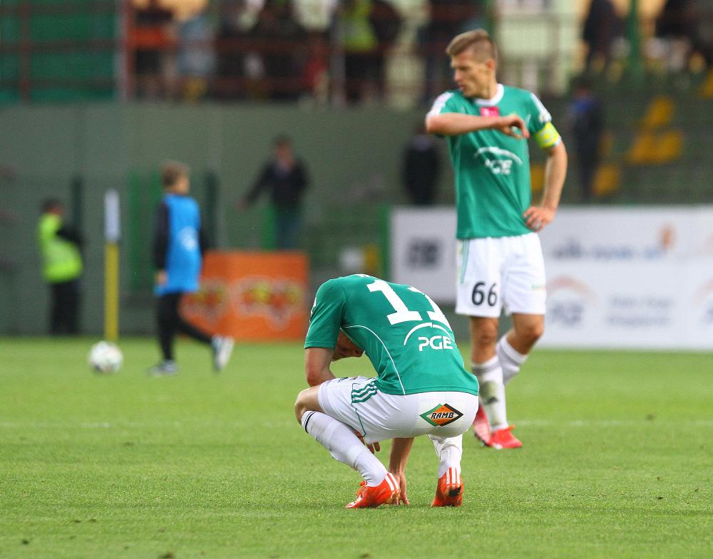 """Dramat GKS Bełchatów. Korona zrzuciła """"Brunatnych"""" do 1. ligi, sama walczy dalej"""