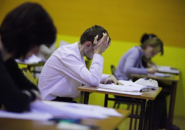 Część pisemna egzaminu poprawkowego odbędzie się 21 sierpnia 2012 r. (wtorek), godz. 9.00. Część ustna – w dniach 20–24 sierpnia 2012 r.
