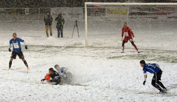 Snowball w Nowym Sączu. W takich warunkach Sandecja grała ze Stomilem [ZDJĘCIA]