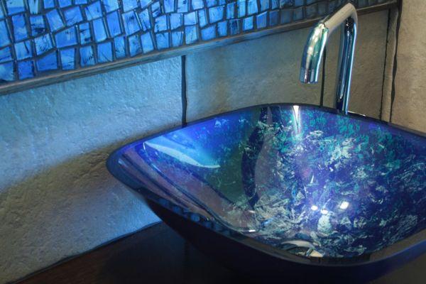 Szklana umywalka - wybierz wzór, który wzbudzi podziw [GALERIA]