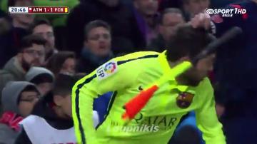 Sędzia liniowy zaatakował chorągiewką Jordiego Albę! (WIDEO)