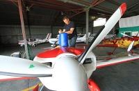 W Świdniku francuscy piloci akrobaci ćwiczyli przed mistrzostwami Europy w Radomiu