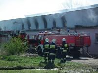 Pożar w Łowęcinie. Spłonęła hala magazynowa