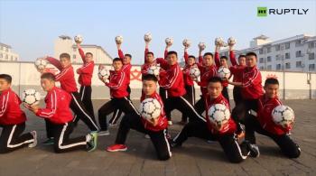 Shaolin Soccer! Czy można połączyć piłkę nożną z kung-fu? Uczniowie znanej akademii pokazali, że to możliwe [WIDEO]