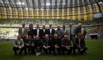 Byli piłkarze Lechii, bohaterowie 1983 roku, uhonorowani na PGE Arenie (ZDJĘCIA)