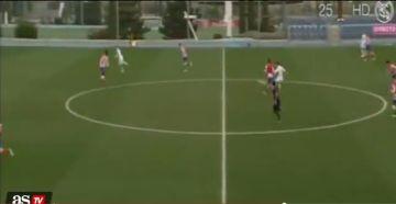 Młody piłkarz Realu strzelił pięknego gola z własnej połowy (WIDEO)