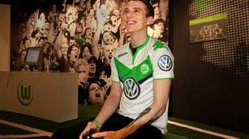Tego jeszcze nie grali. Wolfsburg zatrudnił profesjonalnego... gracza w FIFA [WIDEO]