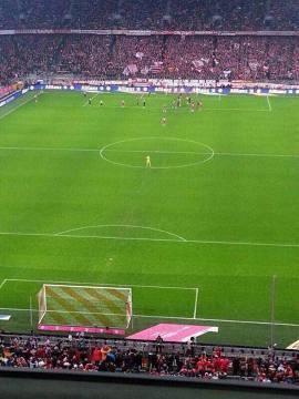 Neuer w kole środkowym w meczu z Freiburgiem. Czy ktoś go kiedyś przelobuje?