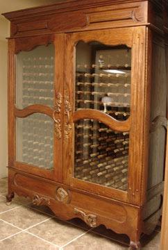 Szafy chłodzące na wino charakteryzują się ponadczasową elegancją. Ten model kosztuje 55 tys. zł