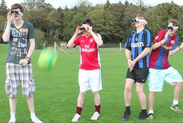 Binocular football - załóż... lornetkę i spróbuj trafić w piłkę (WIDEO)