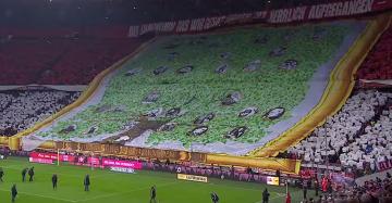 Efektowna oprawa kibiców Bayernu z okazji 115. urodzin klubu (WIDEO)