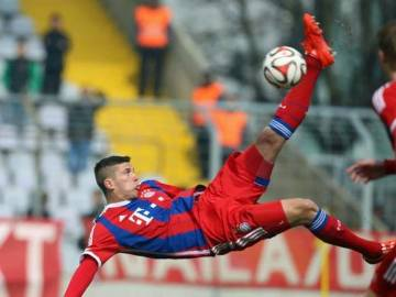 """Młodszy brat Ribery'ego strzela """"nożycami""""! Będzie nową gwiazdą Bayernu? (WIDEO)"""
