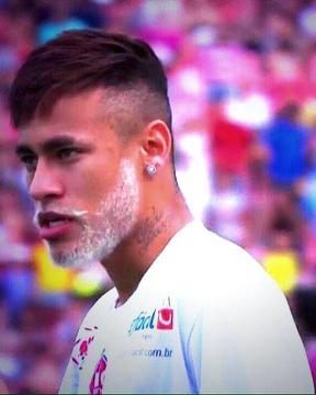 Neymar na święta zafarbował zarost na biało (ZDJĘCIE)