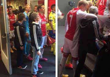 Piłkarze Ajaksu wyszli na mecz ligi holenderskiej ze... swoimi mamami (DZIEŃ MATKI)