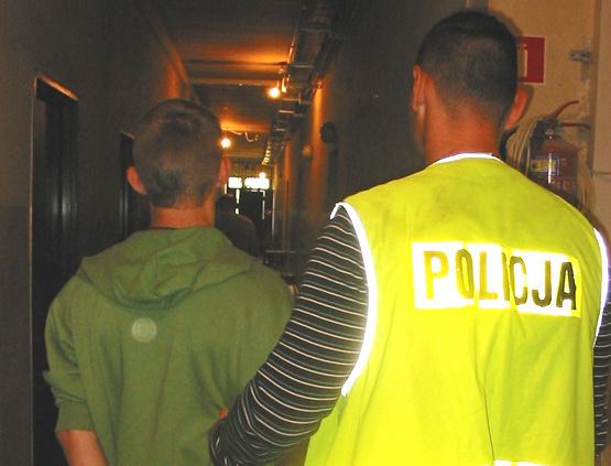 Ciekawski nastolatek wszczął alarm bombowy