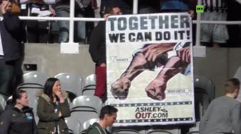 Newcastle utrzymało się w Premier League, ale wściekli fani żądąją odejścia właściciela klubu (WIDEO)