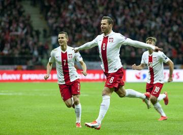 """Kolejny hymn reprezentacji na Euro 2016. """"Przez twe gole strzelone, oszalałem!"""" [WIDEO]"""