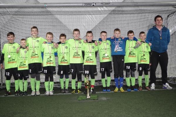 """Dwudniowy turniej """"Gdynia Cup 2017"""" zakończył się zwycięstwem młodych piłkarzy UKS Olimpijczyk Kwakowo. W całych zmaganiach wystartowało aż 30 zespołó"""