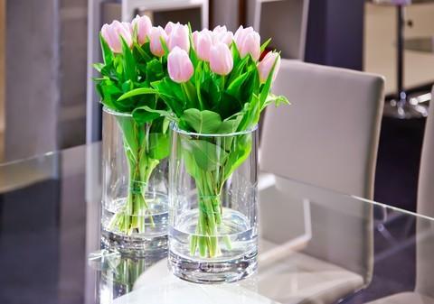 Wiosenne wnętrza, czyli kwiat i świeczka w roli głównej [GALERIA]