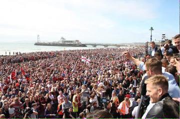 Boruc, piłkarze i tysiące fanów świętowało awans Bournemouth do Premier League (ZDJĘCIA)