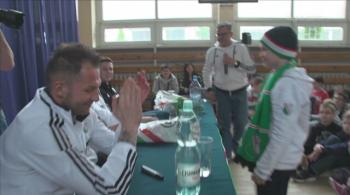 Piłkarze Legii odwiedzili szkołę. Uczniowie pytali o ostatnie mecze i wykształcenie (WIDEO)