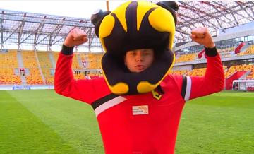 Patryk Tuszyński i białostocka pszczoła w Turbokozaku (WIDEO)