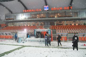 Stadion Termaliki nieprzygotowany na zimę. Zobaczcie, jak zasypało obiekt w Niecieczy [GALERIA]