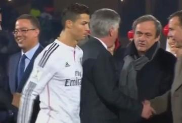 Cristiano Ronaldo nie podał ręki Platiniemu (WIDEO)