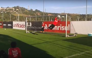 """41-letni Dida """"fruwa""""! Efektowny trening bramkarski byłego gracza Milanu (WIDEO)"""
