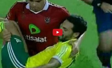 Piłkarz zniósł z boiska kontuzjowanego rywala na rękach (WIDEO)