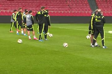 Sergio Ramos ćwiczy rzuty wolne na treningu Hiszpanii (WIDEO)