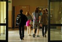 Dyrekcja Szkoły Podstawowej nr 125  w Łodzi wprowadziła zakaz chodzenia po korytarzu podczas przerwy