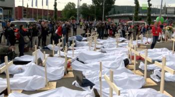 Czerwone kartki i setki trumien. W Zurychu trwa protest przeciwko łamaniu praw człowieka