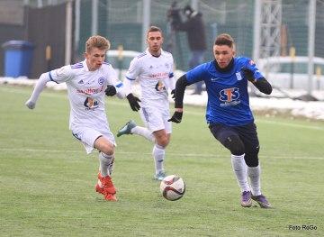 Lech pokonał Wigry w sparingu na bocznym boisku INEA Stadionu [ZDJĘCIA cz. 2]