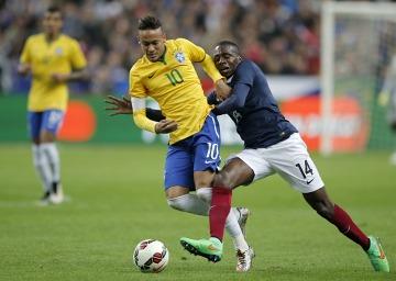 """Brazylia Dungi wciąż wygrywa! """"Canarinhos"""" ograli Francuzów na oczach Zizou i Ronaldo (ZDJĘCIA, BRAMKI)"""