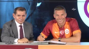 Lukas Podolski podpisał kontrakt z Galatasaray (WIDEO)