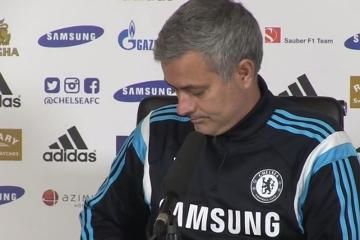 Telefon przerwał konferencję prasową Mourinho