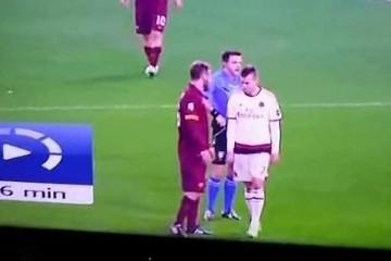(Nie)dobre maniery Meneza. Napastnik Milanu złapał De Rossiego za krocze