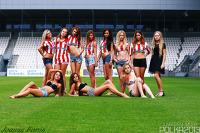 """Piękne dziewczyny pozują i śpiewają """"na piłkarsko"""" (GALERIA, WIDEO)"""