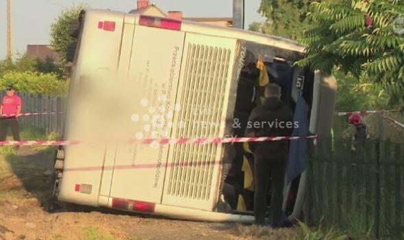 Autobus przewrócił się w Łódzkiem. Jedna osoba nie żyje