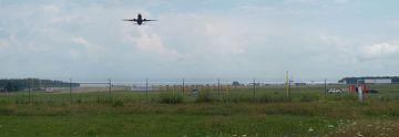 Lotnisko Lublin widziane zza ogrodzenia