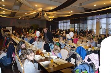 Kibice ŁKS przygotowali kolejną wigilię dla dzieci z domów dziecka [ZDJĘCIA]